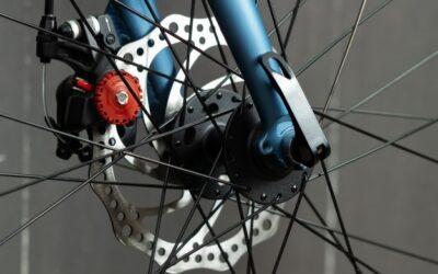 ¿Cuándo cambiar los discos y pastillas de freno de una bicicleta?